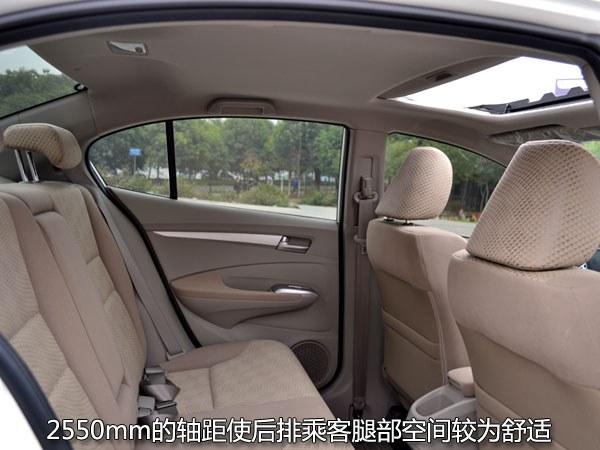 广州本田city锋范的后排的座椅因车体设计的原因,使得头部空间并不